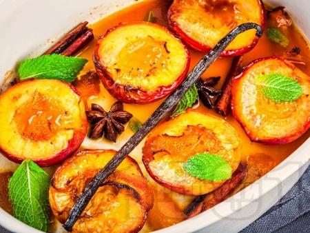Ароматни печени праскови с мед, кафява захар, канела и ликьор - снимка на рецептата